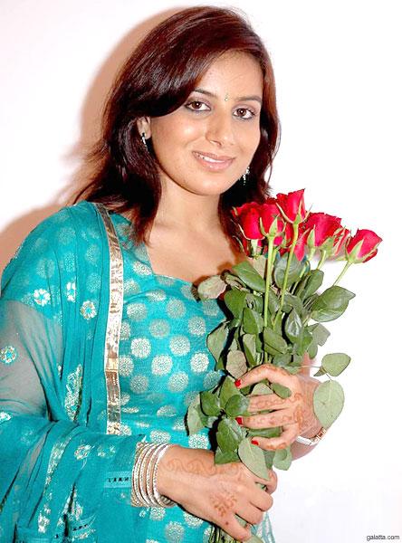pooja gandhi sister
