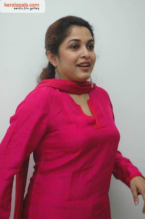 Images For Ramya Krishnan Wallpapers 2011 Isexiiindia